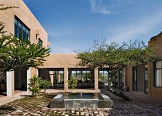 DHD-Mexico-House-Exterior-Courtyard-1.jpg (1768×1267)