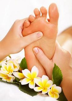 The benefits of foot massage and reflexology include helping control blood pressure, improving nerve sensitivity, improving energy level and more. Massage Room, Spa Massage, Foot Massage, Massage Therapy, Wellness Massage, Wellness Spa, Massage Images, Alternative Medicine, Deco