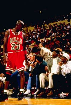 Basketball Hoop Second Hand Jordan 23, Jeffrey Jordan, Michael Jordan Basketball, Basketball Jones, Sports Basketball, Basketball Players, Basketball Shooting, Basketball Pictures, Sports Pictures