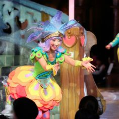 ほんっとうに笑顔がステキ    #ピューロアンバサダー #ハーツ #なかよくハート  #miraclegiftparade #ミラクルギフトパレード #puroland #ピューロランド #ピューロランドダンサー  #ピューロダンサー   #kawaii #冬ピューロ  #安崎ちひろ さん Willy Wonka, Dancers, Disney Characters, Fictional Characters, Culture, Costumes, Disney Princess, Instagram Posts, Dress