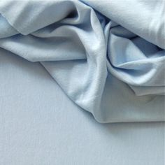 Tissu jersey en viscose et élasthanne uni bleu clair 8€/m