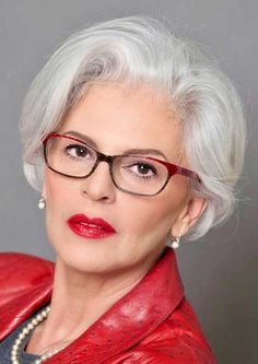 Simple and stylish short haircuts for older ladies - Hairstyle 2019 Grey Hair Old, Grey Hair Over 50, Silver Grey Hair, Short Grey Hair, Short Hair Cuts, Long Hair, Haircut For Older Women, Older Women Hairstyles, Bob Hairstyles