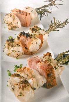 Breathtaking Monkfish skewer with Flemish bacon and rosemary Tapas, Seafood Appetizers, Seafood Recipes, Dutch Recipes, Fish Dishes, Fish And Seafood, Creative Food, Love Food, Food Porn