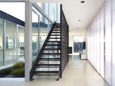 ls 230910 12 940x705 Modern Black&White Home in Australia
