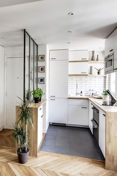138 Awesome Scandinavian Kitchen Interior Design Ideas - Home Decorations Kitchen Interior, Small Apartment Decorating, Kitchen Design Small, Tiny Spaces, Small Spaces, House Interior, Small Apartment Kitchen, Kitchen Decor Apartment, Kitchen Design
