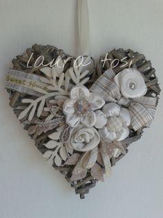 Easy To Make Fabric Hearts 09055 Heart inside ucwords] Felt Crafts Diy, Jute Crafts, Easy Diy Crafts, Arts And Crafts, Shabby Chic Flowers, Fabric Hearts, Needle Felting Tutorials, Wicker Hearts, Heart Crafts