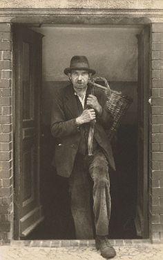 Coal Carrier,  photoAugust Sander, Berlin, 1929 Gelatin silver prints