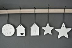 Looks and Houses: For a Christmas . White - Ideas and DIY .- Looks and Houses: Pour un Noël … Blanc – Idées et bricolage Looks and Houses: For a Christmas … White – Ideas and DIY- - Diy Xmas Ornaments, Xmas Decorations, Christmas Crafts, Christmas Ideas, Dough Ornaments, Star Ornament, Modern Christmas, Noel Christmas, All Things Christmas