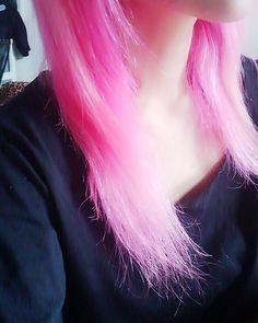 WEBSTA @ 0227non_ - 落ちてきた色はいい感じなんだけどかなりギシギシ( ノД`)…早く染めなきゃな#pinkhair #colorhair #ピンク髪#派手髪#マニパニ
