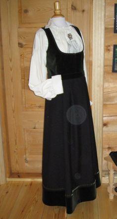 Skjorte i råsilke. Størrelse ca Som ny, berre bruka ei eller to gonger. Norway, Costumes, Fashion, Moda, Dress Up Clothes, Fashion Styles, Fancy Dress, Fashion Illustrations, Men's Costumes