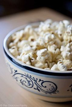 Popcorn snacks are the healthiest, and no matter what they always taste great! Try out this delicious Garlic Parmesan Popcorn Clean Eating recipe for your next movie snack. Popcorn Recipes, Snack Recipes, Cooking Recipes, Popcorn Snacks, Popcorn Toppings, Parmesan Recipes, Party Snacks, Diet Recipes, Gastronomia