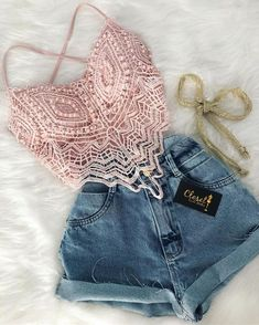 This top is so gorgeous. I love the pink and lace 😍💕 Teen Fashion Outfits, Mode Outfits, Cute Fashion, Look Fashion, Outfits For Teens, Trendy Outfits, Girl Fashion, Womens Fashion, Cute Summer Outfits