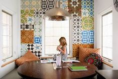 The colorful mosaic on the wall of Kristy Socarras Bigelow house, in Denver, Colorado #interiordesign #patchwork #mixandmatch - Carefully selected by Gorgonia - www.gorgonia.it