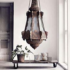 LUSTRE GIGANTE | teria um assim na sua sala de estar?  #inspiração #ficaadica #dicaTecnisa #decoração #Tecnisa