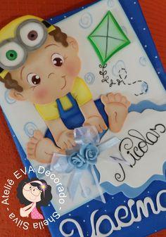 Capa cartão de vacina menino Foam Crafts, Arts And Crafts, Paper Crafts, Folder Decorado, Scrapbook Bebe, Tarjetas Diy, Carpet Runner, Minions, Clip Art