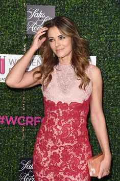 "Elizabeth Hurley Photos Photos - Actor Elizabeth Hurley attends WCRF's ""An Unforgettable Evening"" presented by Saks Fifth Avenue at the Beverly Wilshire Four Seasons Hotel on February 16, 2017 in Beverly Hills, California. - WCRF's 'An Unforgettable Evening' Presented By Saks Fifth Avenue - Arrivals"