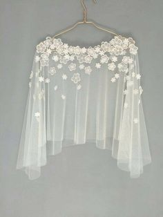 Bridal capelet Bridal cover up Lace cover up by HanakinLondon - Herren- und Damenmode - Kleidung Bridal Cover Up, Evening Dresses, Prom Dresses, Trendy Dresses, Blouse Designs, Dress Designs, Wedding Gowns, Wedding Cape, Bridal Cape