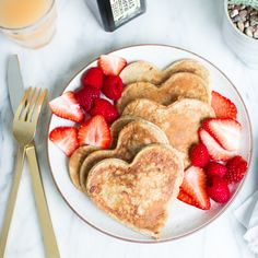 Looking for great Mother's Day Brunch Recipes? From sweet bakes to hearty dishes, whip up one of these brunch recipes for something special. Cute Food, I Love Food, Good Food, Yummy Food, Heart Shaped Pancakes, Breakfast And Brunch, Cute Breakfast Ideas, Breakfast Cereal, Morning Breakfast