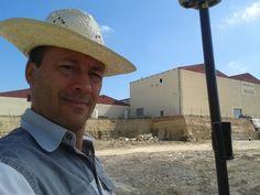 En plena acción con GPS con precisión de cm en tiempo real, conectado a red del País Vasco. Panama Hat, Cowboy Hats, Scenery, Panama