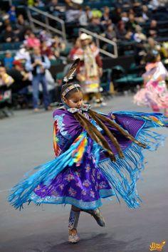Fancy shawl 2012 Manito Ahbee