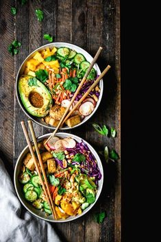 Spring Roll Bowls with Crispy Tofu Looking for a quick, healthy and flavorful dinner recipe? Try these Spring Roll Bowls with Crispy Tofu, Avocado and a Sesame Miso Dressing! Vegan, gluten free and on the table in 30 minutes. Comidas Fitness, Vegan Spring Rolls, Spring Roll Bowls, Vegetarian Recipes, Healthy Recipes, Tofu Recipes, Quick Recipes, Tofu Dinner Recipes, Vegan Vegetarian