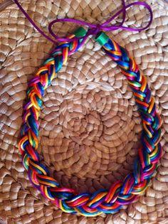 collar de trenza de colores
