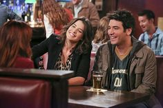 How I Met Your Mother - Robin Scherbatsky - Ted Mosby - Smile Robin Scherbatsky, Ted Mosby, How I Met Your Mother, Ted E Robin, Ted Himym, Josh Radnor, Marshall And Lily, Critique Film, Mother Photos