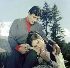 Vintage Bollywood, Indian Bollywood, Sharmila Tagore, Rajesh Khanna, Blockbuster Movies, Movies To Watch Free, Movies Online, Superstar, Romance