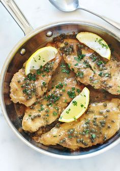 Recipe chicken piccata, or chicken with lemon sauce and capers. Fast and delicious Italian dish. These are chicken cutlets in a creamy sauce with lemon and capers. Great with fried or roasted potatoes (and other vegetables), pasta, rice or polenta. Pollo Piccata, Chicken Piccata, Chicken Cutlets, Diet Recipes, Vegetarian Recipes, Chicken Recipes, Healthy Recipes, Recipe Chicken, Polenta