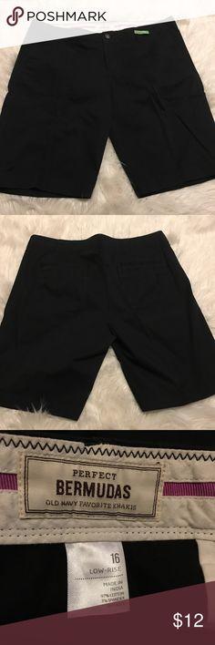 Cute Bermuda Shorts Size 16, low rise black Bermuda shorts, in great condition Old Navy Shorts Bermudas