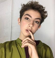 Новое лицо Rimmel – 17-летний youtube бьюти-блогер http://be-ba-bu.ru/interesno/news/novoe-litso-rimmel-17-letnij-youtube-byuti-bloger.html