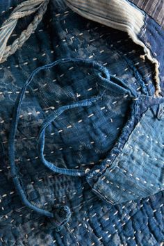 Sashiko stitching on beautiful indigo Shibori, Japanese Quilts, Japanese Textiles, Sashiko Embroidery, Japanese Embroidery, Boro Stitching, Hand Stitching, Portland Japanese Garden, Visible Mending