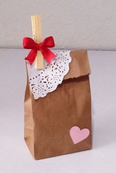28 Best Easy Christmas Gift Ideas for Your Beloved Persons — remajacantik Christmas is a good time to get stylish and presumptuous. Just look at the craft gifts you can give for Christmas. Valentine Decorations, Valentine Crafts, Diy And Crafts, Crafts For Kids, Paper Crafts, Craft Gifts, Diy Gifts, Simple Christmas, Christmas Gifts
