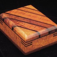 Decorative Boxes : Custom Made Hard-Edged Box -Read More – Small Wooden Boxes, Wooden Jewelry Boxes, Small Boxes, Wood Boxes, Wooden Keepsake Box, Keepsake Boxes, Woodworking Box, Woodworking Projects, Woodworking Classes
