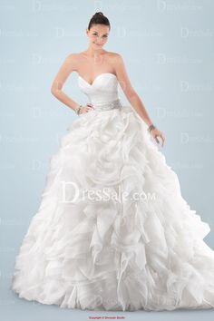 Romantic Sweetheart Neckline Ball Gown Wedding Dress with Elaborate Beadings and Tiered Ruffled Skirt