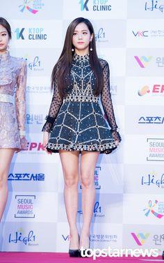 Mesh Polkadot Top Fashion of Blackpink Jisoo Blackpink Jisoo, Blackpink Fashion, Korean Fashion, Black Pink ジス, Jennie Blackpink, Stage Outfits, Super Junior, Music Awards, South Korean Girls