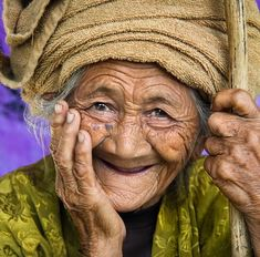 Beautiful Old Woman, Beautiful Smile, Beautiful People, Just Smile, Smile Face, Old Faces, Ageless Beauty, Interesting Faces, Happy People