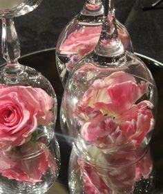 table arrangement - glasses, mirrors, flowers and candles Everything Is Possible, Table Arrangements, Flower Wall, Mirrors, Beautiful Flowers, Wedding Flowers, Glass Vase, Candles, Glasses