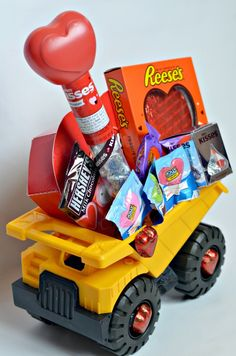 """Loads of Love"" sweet Valentine truck Basket for boys this Valentine's day. Valentines Day Gifts For Toddler Boy, Valentines Day Baskets, Kinder Valentines, Toddler Boy Gifts, Valentines Diy, Valentine Day Gifts, Kids Gifts, Diy Valentine's Baskets, Valentine's Day Gift Baskets"