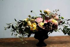 Emily Weinstein of The New York Times recently wrote about a flower arranging class at Brooklyn'sLittle Flower School and I had great fun living vicariously through her experience. The school emp...
