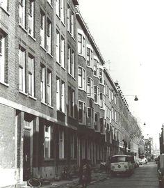 Rubroekstraat Crooswijk in Rotterdam. Crooswijk was een echte arbeiderswijk waar Jamin, Heineken en het abattoir zorgden voor werkgelegenheid.