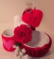 Gather up some red, pink and white yarn and follow these free easy crochet patterns to make some of the best Valentines Day gifts around! Included are patterns for a crochet bowl cozy, a bottle cozy, a hot cup cozy and a crochet heart.
