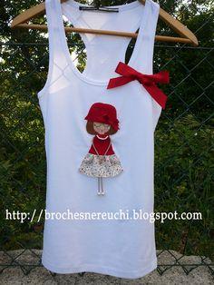 Discover thousands of images about Broches Vintage Girls Dresses, Bunny Crafts, Felt Fabric, Love Sewing, Felt Dolls, Felt Art, Applique Designs, Felt Flowers, Kids Decor