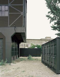 AUSSENRAUM MIT BERGHAIN_FOTO©HANS CHRISTIAN SCHINK