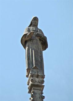 S. Francesca Cabrini  G103  #AdottaUnaGuglia #GetYourSpire Ricorrenza 22 Dicembre. Nata a Sant'Angelo Lodigiano il 15 luglio 1850 e rimasta orfana di padre e di madre, Francesca desiderava chiudersi in convento, ma non fu accettata a causa della sua salute malferma. Da poco diplomata maestra, convinse alcune compagne ad unirsi a lei, costituendo il primo nucleo delle Suore missionarie del Sacro Cuore.