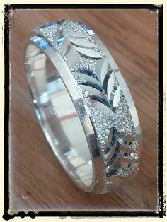 b79434de2fea Anillos matrimonio tres oros de Reyes Arte y Joyas