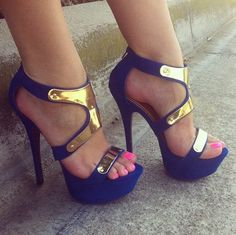 loving the pop on the toes with these #platformheels