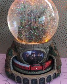 Experience the magic of HARRY POTTER with the Journey to HOGWARTS Glitter Globe. It features lights, music and a moving HOGWARTS Express train that circles 'round and 'round.