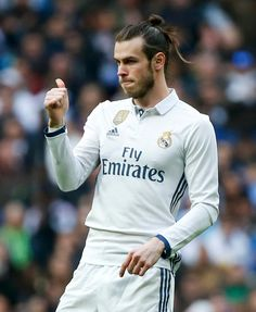 Real Madrid 2 Espanyol Gareth Bale scores on his return from a three-month layoff as he and Alvaro Morata send Galaticos four points clear Football Is Life, Best Football Team, World Football, Garet Bale, Ronaldo Bale, Bale 11, Bale Real, Real Madrid Players, Sport