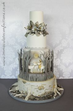 See some amazing wedding cakes from around the world to inspire your own wedding cake design - featuring everything from cheese towers to chocolate cakes Floral Wedding Cakes, Themed Wedding Cakes, Wedding Cake Designs, Themed Cakes, Cake Wedding, Winter Wedding Cakes, Wedding Cupcakes, Wedding Bands, Gorgeous Cakes